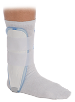 It has an inflatable air chambers lined with soft foam to provide medial/lateral support